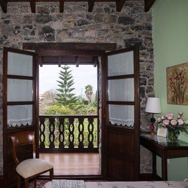 Habitación tanobia, con vistas al mar y al jardín