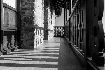 Sol, madera y piedra: testigos del tiempo.