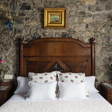 Habitación con cama matrimonial en La Labriega