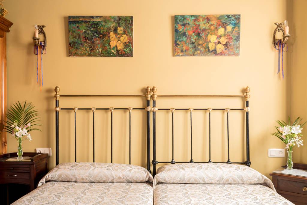 Camas de forja, habitación doble en La Labriega