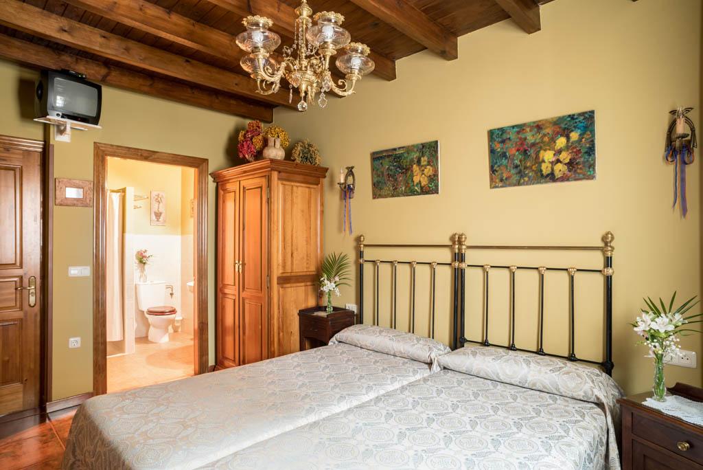 habitación de dos camas en la planta baja