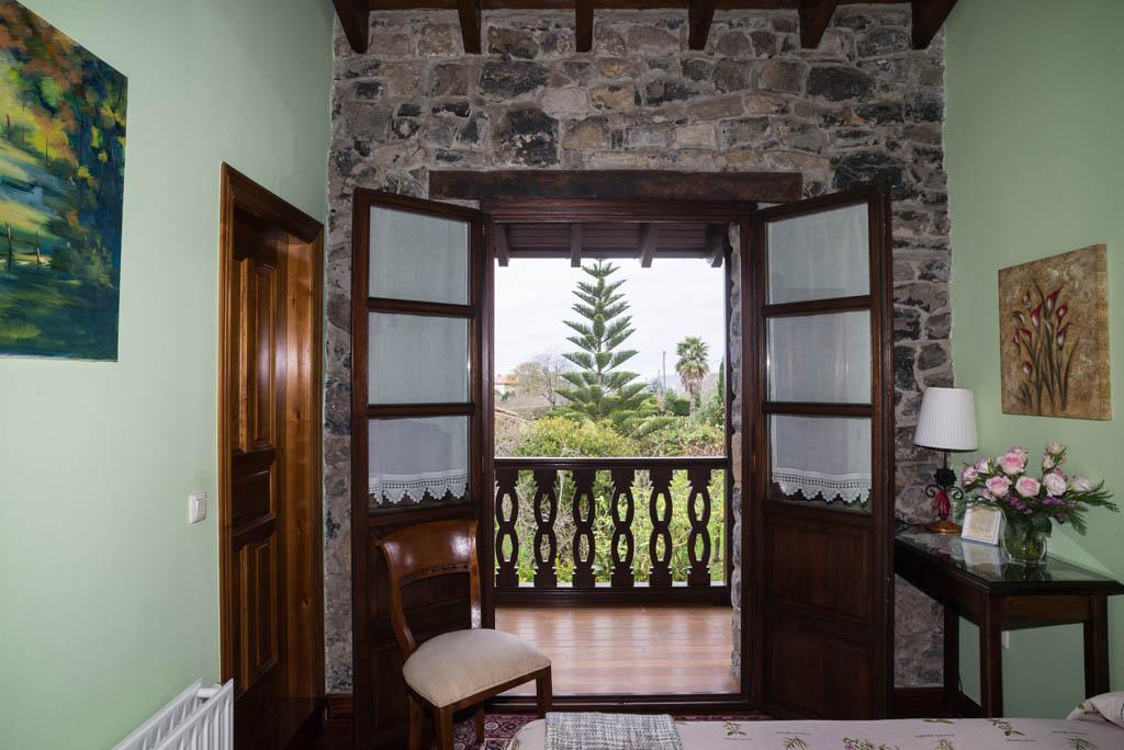 Vistas del jardín desde la Tanobia, casa de aldea La Labriega