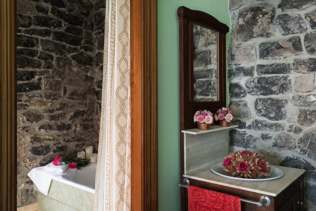 Casa de aldea La Labriega, detalle de decoración en el baño