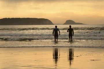 Surf y atardecer en las playas asturianas